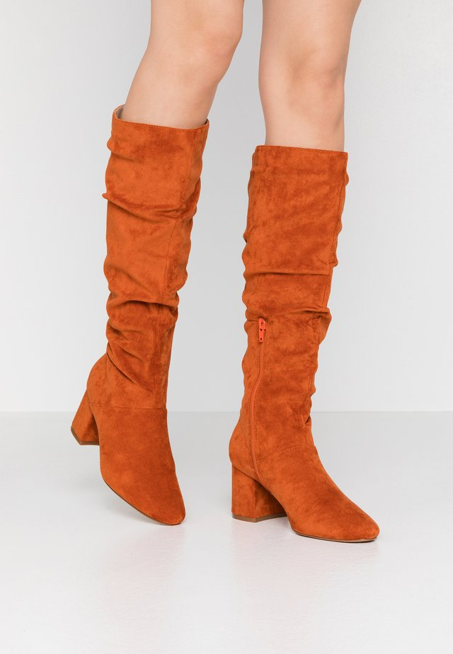 SLOUCHY KNEE HIGH BOOT - Stiefel - rust