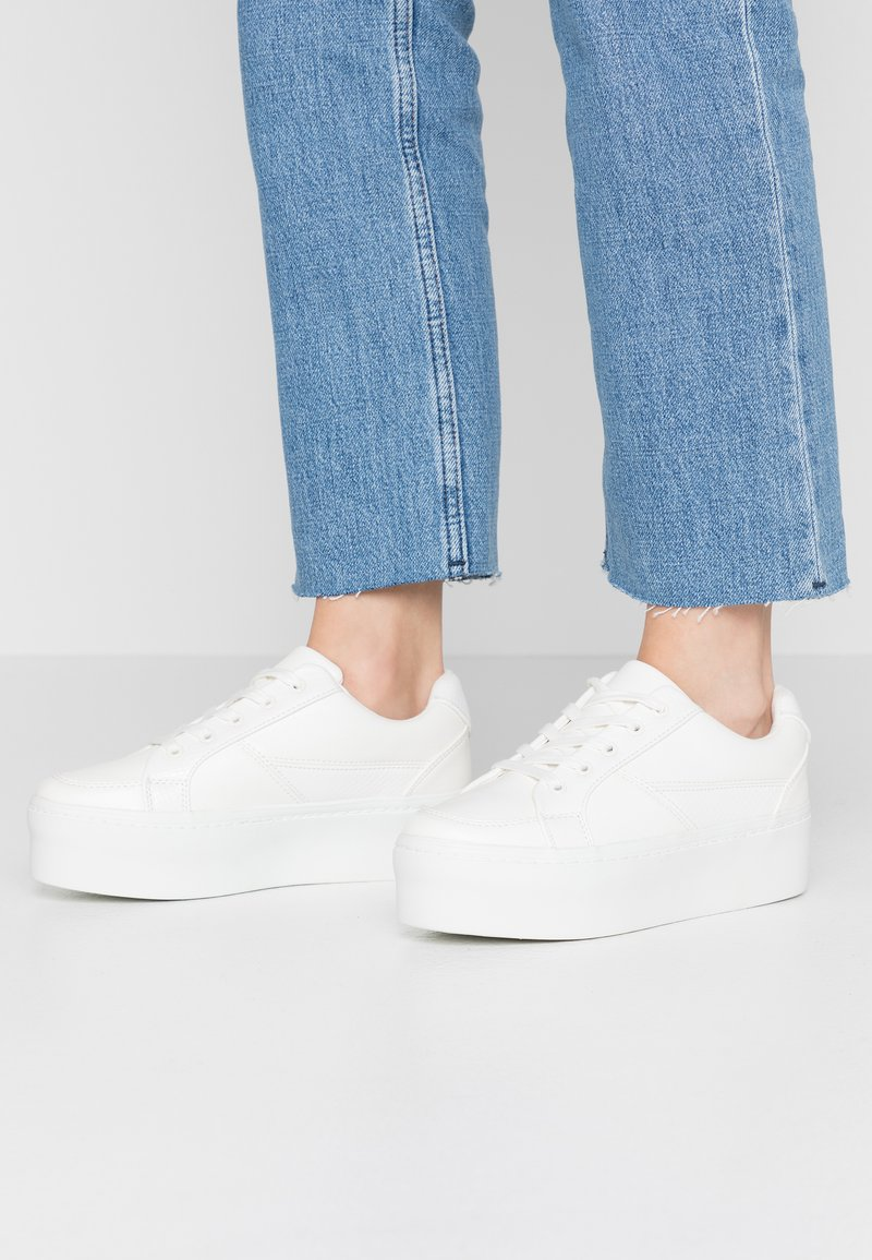 Lost Ink - FLATFORM LACE UP TRAINER - Trainers - white