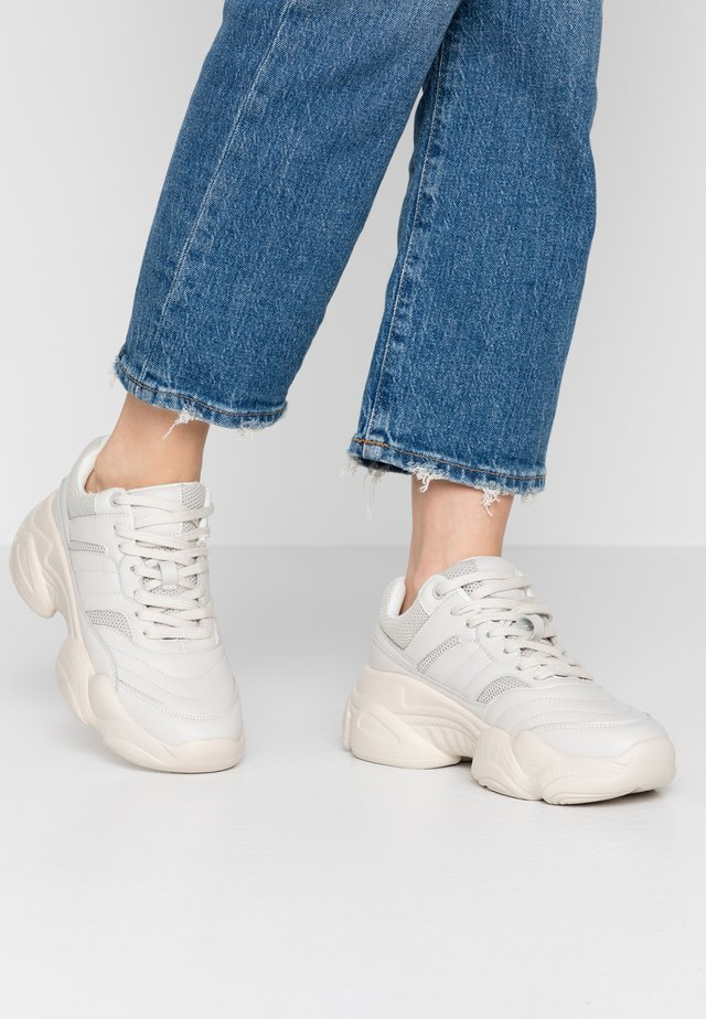 TONAL CHUNKY TRAINER - Sneakers - cream