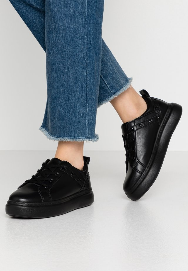 EYELET LACE UP TRAINER - Sneaker low - black