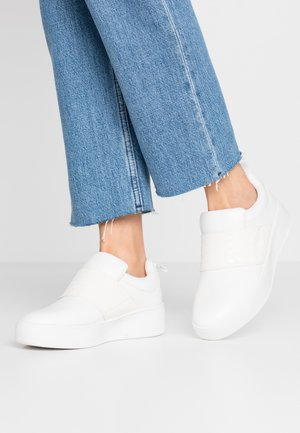 DETAIL FLATFORM TRAINER - Slippers - white
