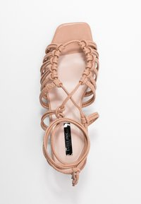 Lost Ink - ANKLE WRAP STRAPPY LOW BLOCK - Sandály - taupe - 3