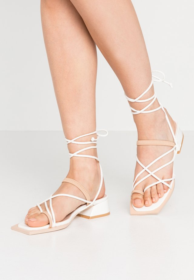 STRAPPY TWO TONE FLAT  - T-bar sandals - white