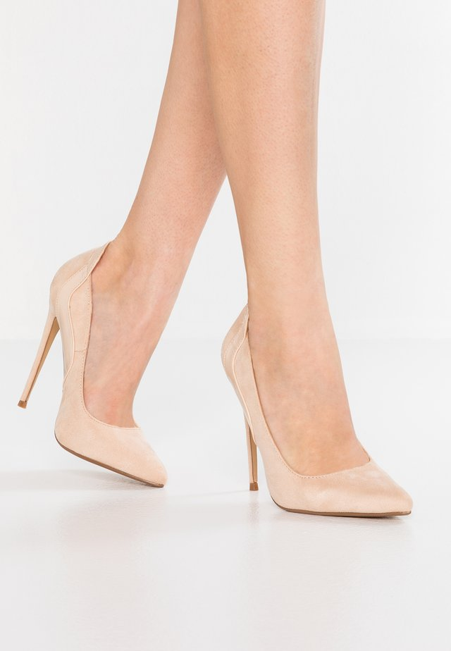 CLEO CURVED STILETTO COURT SHOE - High heels - nude