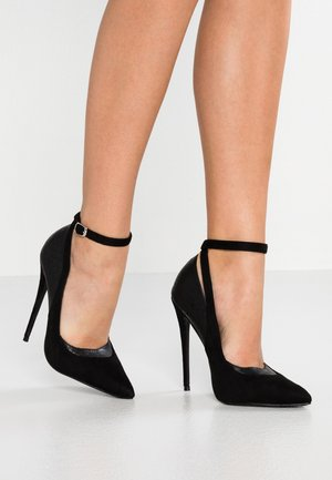 JUDY COURT WITH ANKLE STRAP - Høye hæler - black