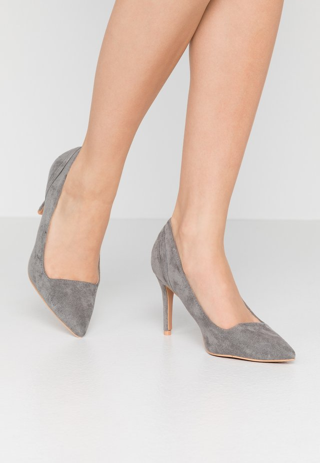 COURT WITH BACK COUNTER DETAIL - Escarpins à talons hauts - grey
