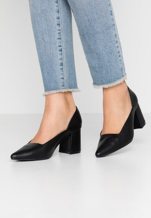 STRAPPY POINTED BLOCK HEEL SHOE - Avokkaat - black