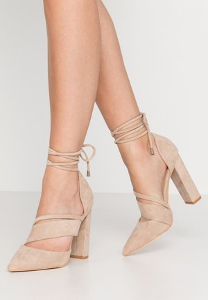 BOW DETAIL BLOCK SHOE - High heels - beige