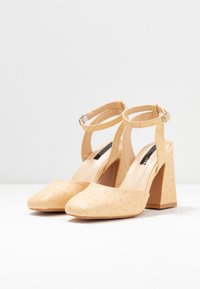 Lost Ink - SQUARE TOE ANKLE STRAP SHOE - Escarpins à talons hauts - cream - 4