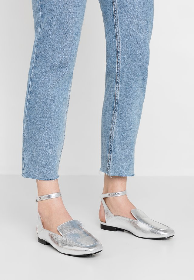 BEA LOAFER ANKLE STRAP SQUARE TOE - Loafers - silver