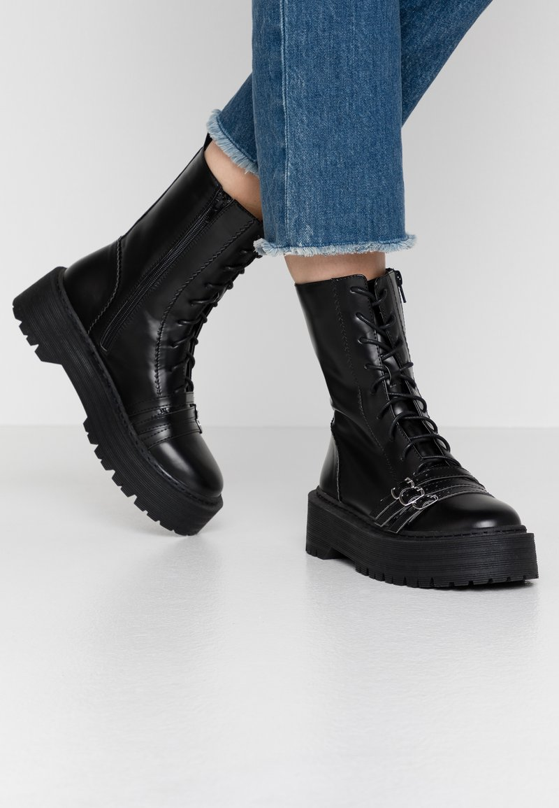 Lost Ink - BUCKLE DETAIL CHUNKY LACE UP BOOT - Santiags - black