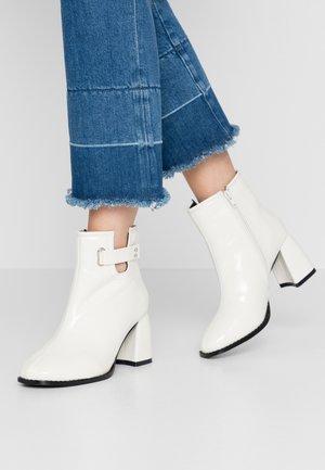 BLOCK HEEL ALMOND TOE  - Ankelboots - white