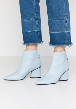 POINTED ANGUALR HEEL - Ankelboots - light blue