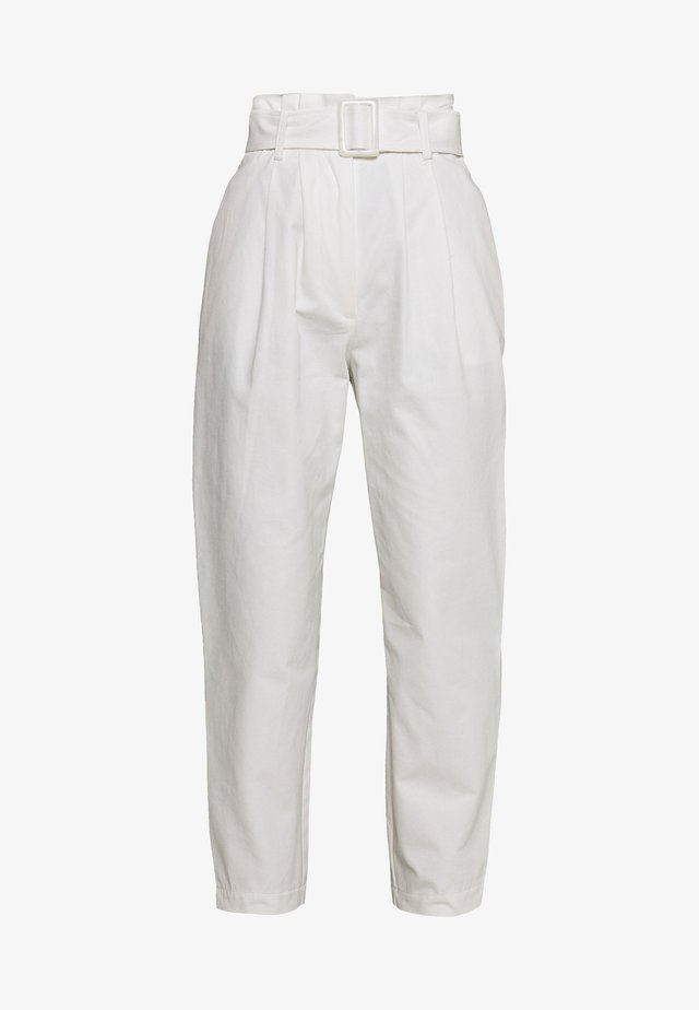 BUCKLE BELTED PEG TROUSER - Spodnie materiałowe - white