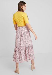 Lost Ink - PENCIL SKIRT IN PRINT WITH BUTTON DETAIL - Maxirok - pink - 2