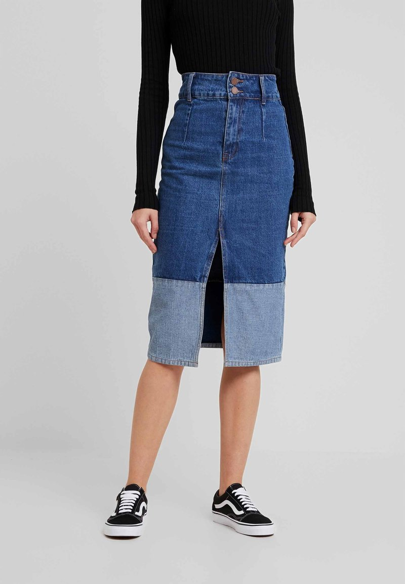 Lost Ink - BUTTON CONTRAST HEM SKIRT - Kokerrok - mid denim