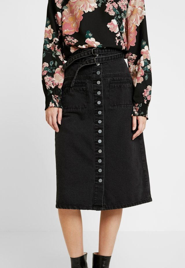 BUTTON FRONT BELT MIDI - Spódnica trapezowa - washed black