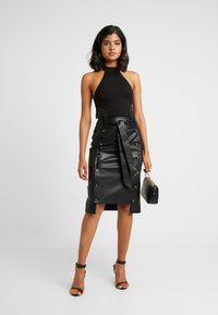 Lost Ink - BUTTON FRONT MIDI SKIRT - Pencil skirt - black - 1