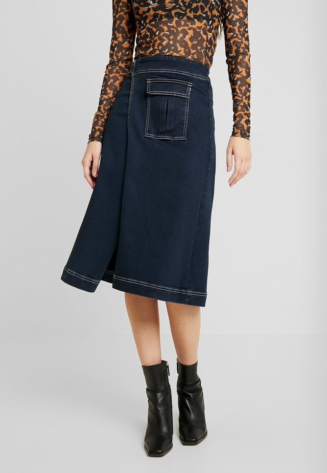 UTILITY WRAP CONTRAST MIDI SKIRT - Denim skirt - dark denim