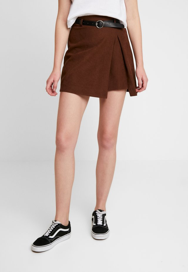 PLEAT DETAIL BELTED MINI SKIRT - Spódnica trapezowa - brown