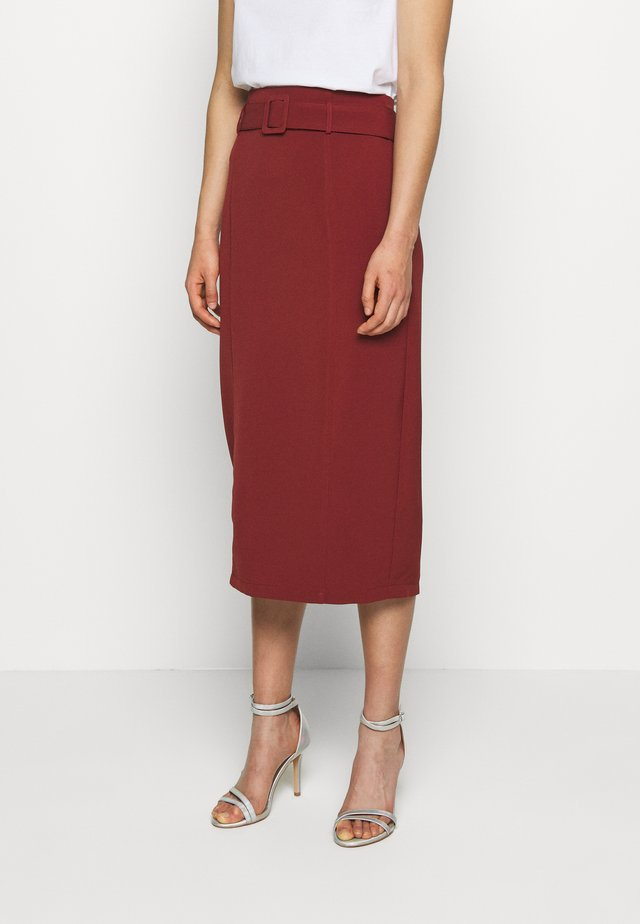 HIGH WAIST BELTED MIDI SKIRT - Jupe crayon - rust