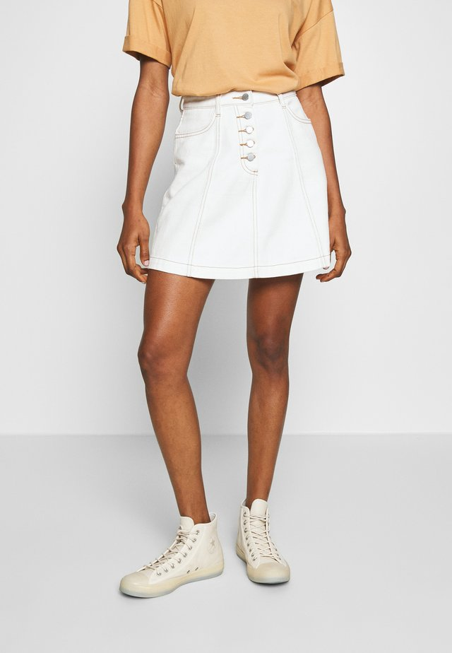 BUTTON FRONT MINI SKIRT - Spódnica trapezowa - white