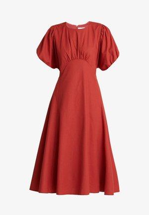 MIDI DRESS WITH SEAMING - Korte jurk - rust