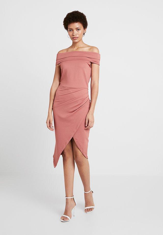 TEXTURED BARDOT BODYCON DRESS - Sukienka etui - nude