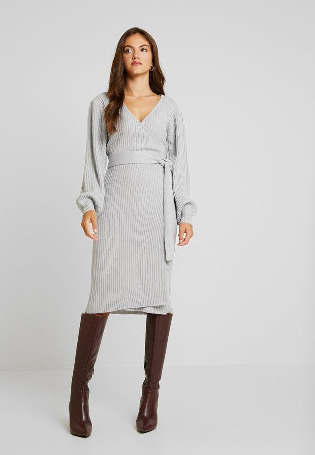 WRAP DRESS WITH FULL SLEEVE - Strikkjoler - grey