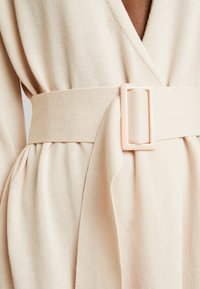 Lost Ink - BELTED BUCKLE WRAP - Kardigan - cream - 5