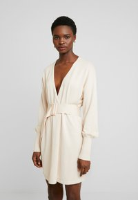 Lost Ink - BELTED BUCKLE WRAP - Kardigan - cream - 0
