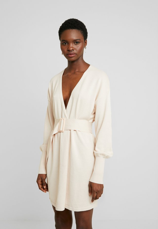 BELTED BUCKLE WRAP - Strickjacke - cream