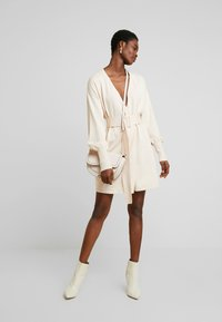 Lost Ink - BELTED BUCKLE WRAP - Kardigan - cream