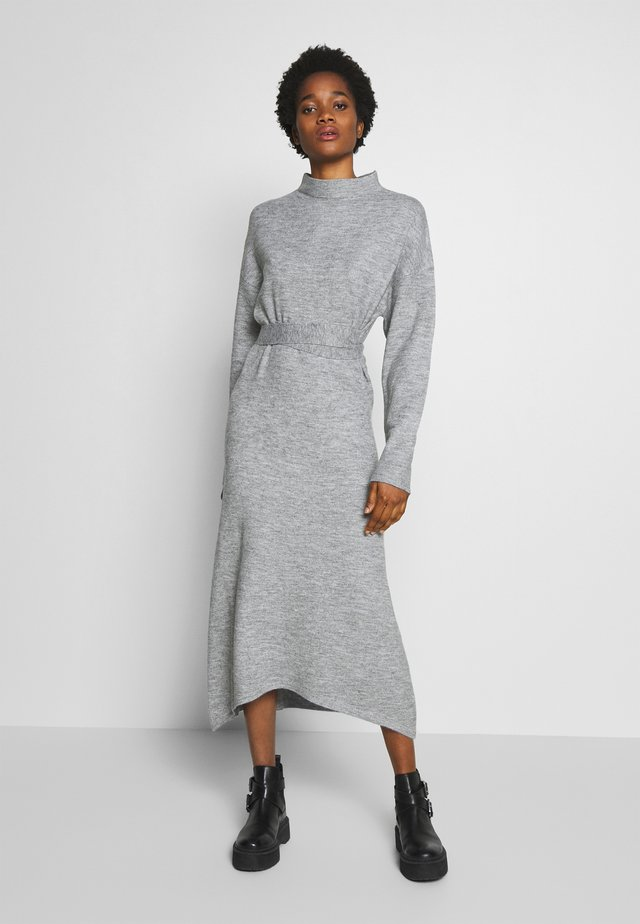 TIE WAIST DRESS - Sukienka dzianinowa - grey