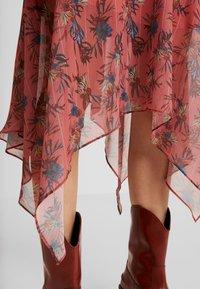 Lost Ink - ASYM PRINTED DRESS - Denní šaty - multi - 4