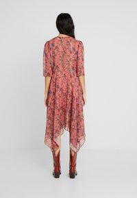Lost Ink - ASYM PRINTED DRESS - Denní šaty - multi - 2