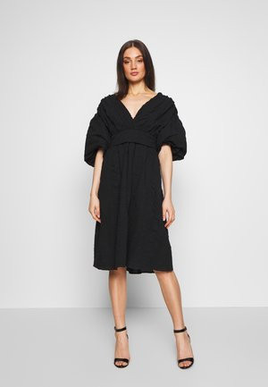 VOLUME SLEEVE SKIRTED DRESS - Denní šaty - black