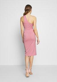 Lost Ink - ONE SHOULDER BODYCON DRESS - Pouzdrové šaty - light pink - 2