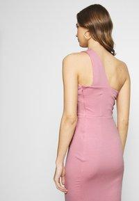 Lost Ink - ONE SHOULDER BODYCON DRESS - Pouzdrové šaty - light pink - 4