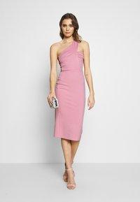 Lost Ink - ONE SHOULDER BODYCON DRESS - Pouzdrové šaty - light pink - 1