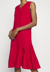 Lost Ink - LESS FRILL WITH POCKETS - Denní šaty - red - 4