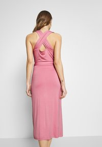 Lost Ink - CROSS FRONT TIE WAIST DRESS - Vestido ligero - pink - 3