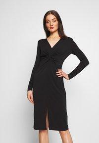 Lost Ink - KNOT FRONT LONG SLEEVE BODYCON DRESS - Pouzdrové šaty - black - 0
