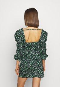 Lost Ink - PRINTED PLEATED BODY MINI DRESS - Robe d'été - multi - 2