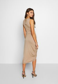 Lost Ink - RUCHED SIDE BODYCON DRESS - Juhlamekko - tan - 2