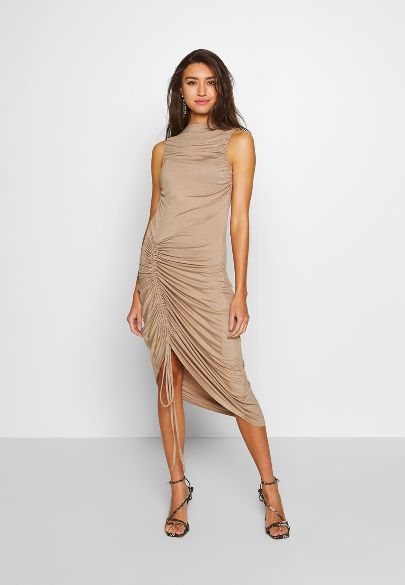 Lost Ink - RUCHED SIDE BODYCON DRESS - Juhlamekko - tan