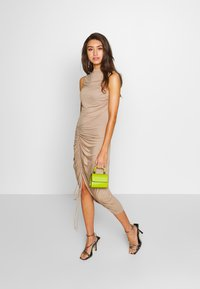 Lost Ink - RUCHED SIDE BODYCON DRESS - Juhlamekko - tan - 1