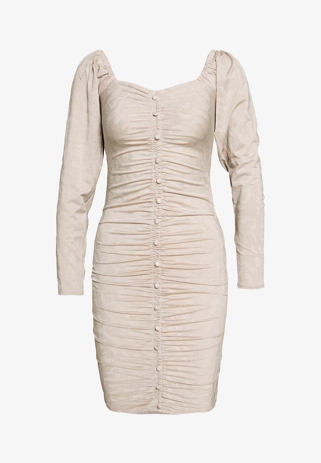 RUCHED DETAIL BUTTON DOWN DRESS - Korte jurk - beige
