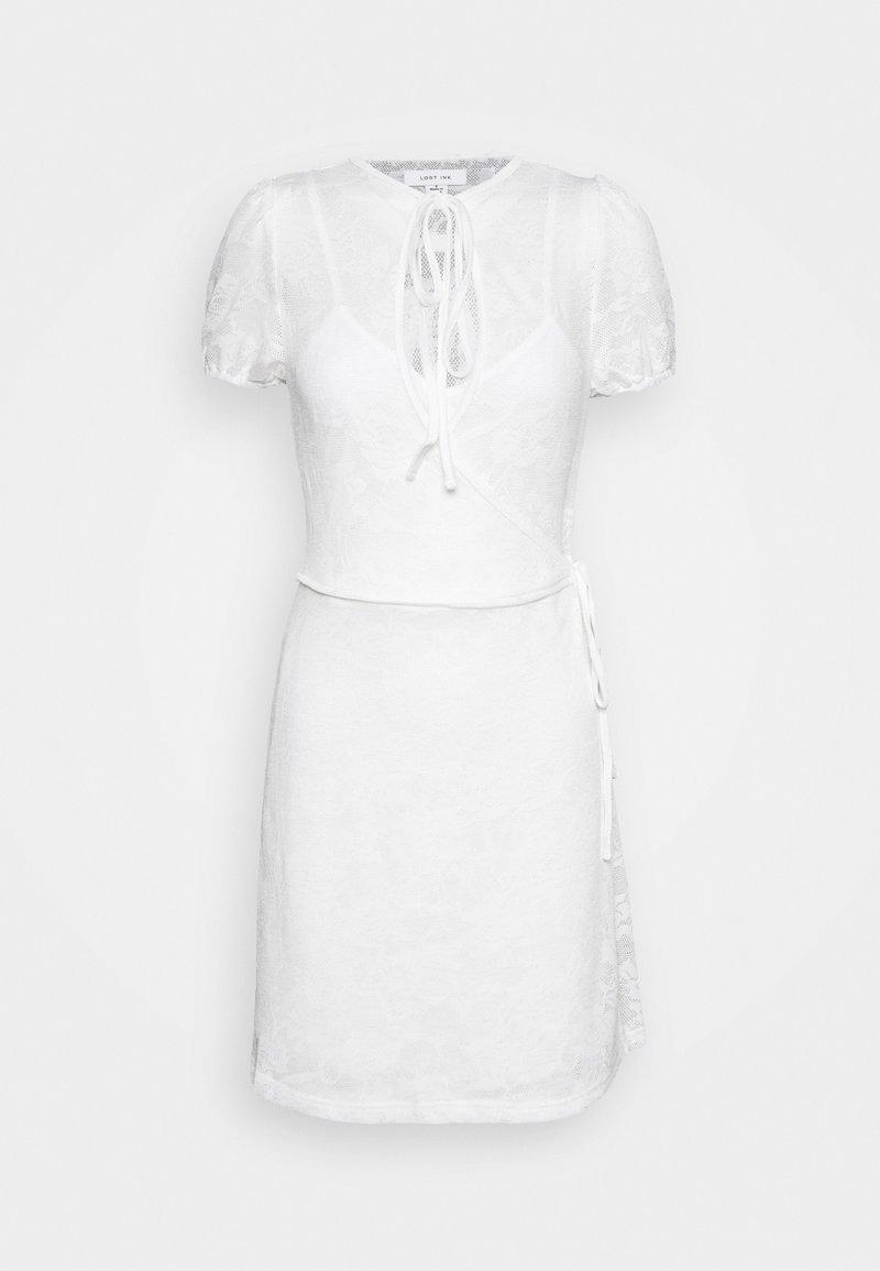 Lost Ink - V NECK WRAP MINI DRESS - Vardagsklänning - white