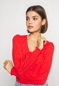 Lost Ink - V NECK BUTTON FRONT JERSEY BLOUSE - Kofta - red - 4
